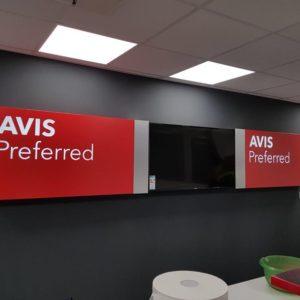Bandejas de acero con vinilo impreso para AVIS Budget