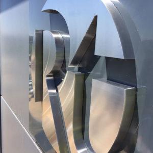 Letras Aluminio pulido para Radiotrans