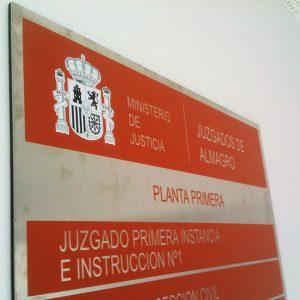 Acero Inoxidable con Forex negro Rotulado con Vinilo de Corte para Juzgados de Almagro