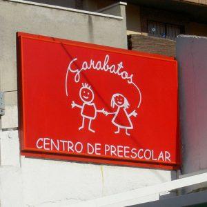 Lona Impresa con Estructura para Escuela Infantil Garabatos