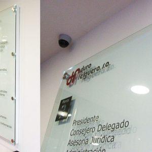 Metopas Lumos de Acero con LED, Vidrio Templado, Bandeja Lacada y Vinilo de Corte (Sede Duro Felguera Gijón