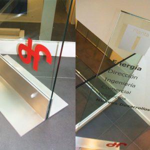 Monolito de Interior de Cristal con Pie de Acero para Sede Duro Felguera Gijón