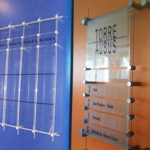Varilla de Aluminio con Metacrilato y Vinilo de Corte para Oficina Las Rozas